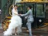 ein Hochzeitspaar beim Fotoshooting