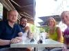 wir vier beim Mittagessen